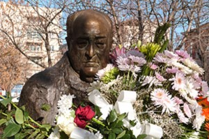 Иван Кирков - паметник